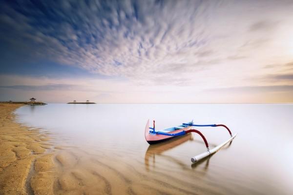 Un bote cerca de la playa
