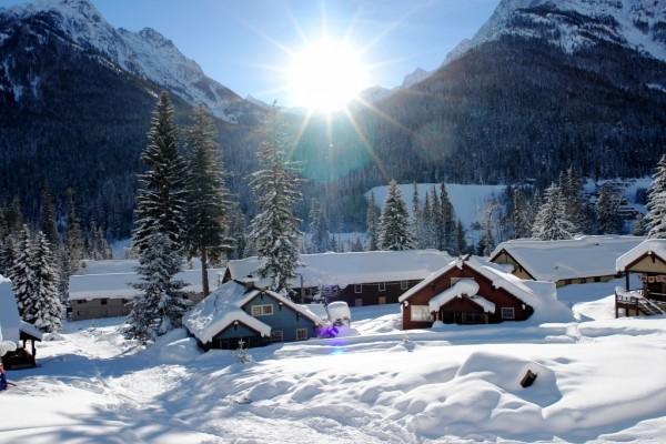 Tejados cubiertos con nieve