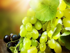 Uvas verdes y negras