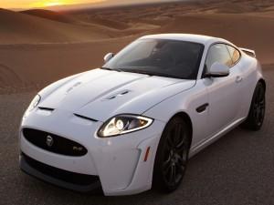 Jaguar XKR-S en el desierto