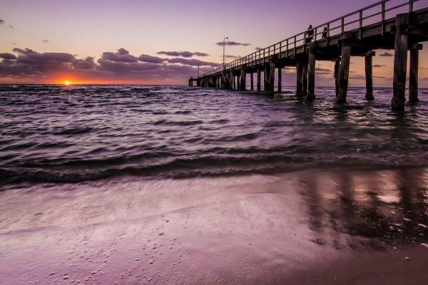 El sol acariciando las olas del mar