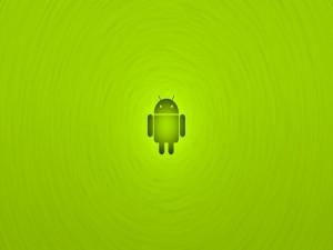 Android en fondo verde
