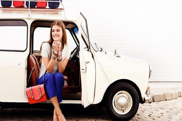 La modelo Nina Agdal preparándose para viajar