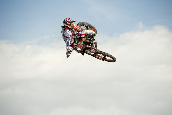 Gran salto de motocross