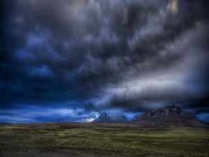Postal: Nubes grises cubriendo el cielo