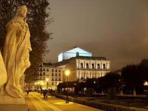 Postal: Vista nocturna de la Plaza de Oriente y el Teatro Real (Madrid, España)