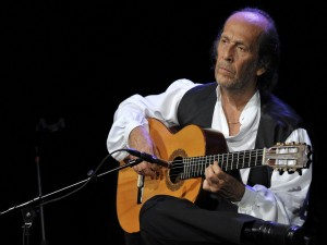 Postal: Paco de Lucía con su guitarra