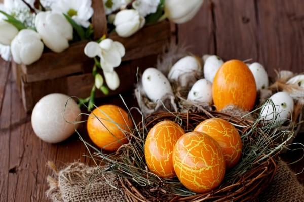 Cesta con huevitos para Pascua