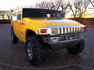 Postal: Hummer de color amarillo