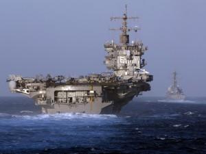 Dos portaaviones navegando