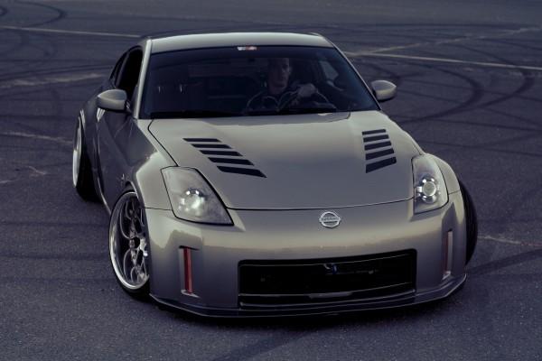 Nissan con conductor