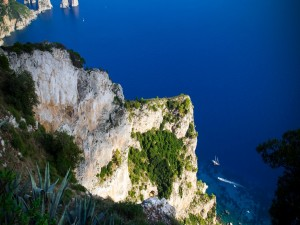 El Mar visto desde las altas rocas