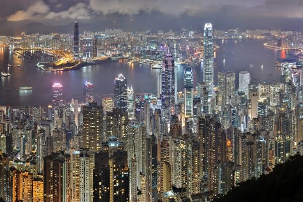 La iluminada ciudad de Hong Kong