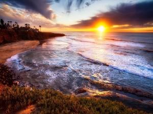 Puesta de sol en una playa de San Diego (California)