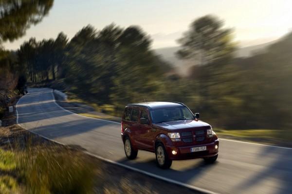 Dodge Nitro en la carretera