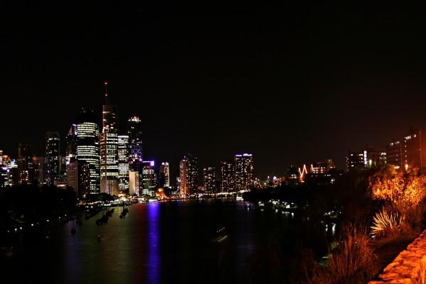 Noche oscura en la ciudad