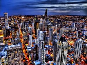 Cielo azul en la noche de la gran ciudad