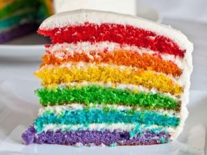 Torta con capas de varios colores