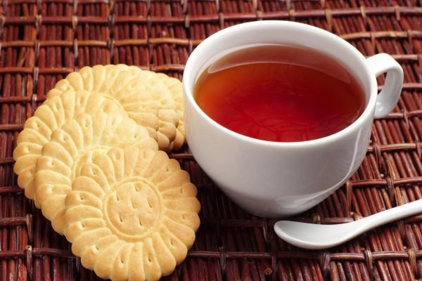 Taza de té con galletas