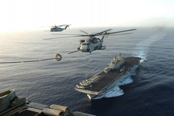 Helicópteros sobre el mar
