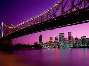 Postal: Puente bajo un cielo lila