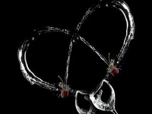 Líquido de las copas formando un corazón