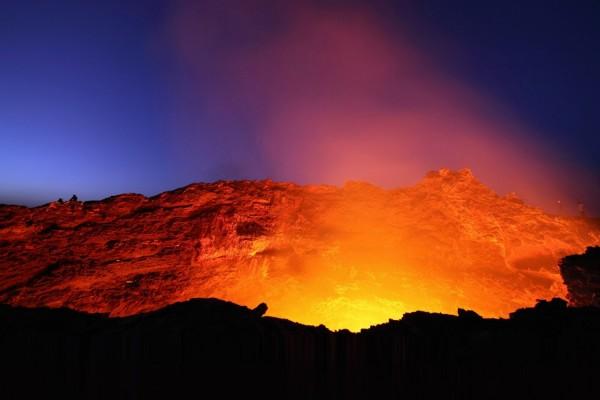Luz y fuego de un volcán