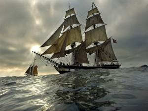 Dos barcos navegando