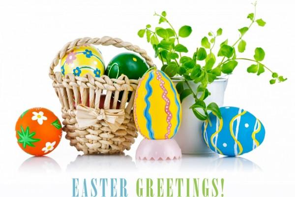 Canastita con huevos para la celebración de Pascua