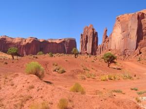 Paredes de roca roja en el desierto