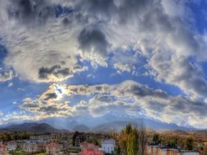 Postal: El sol tras las nubes