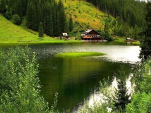 Casa al otro lado del lago