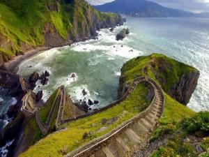 Escaleras hacia el mar