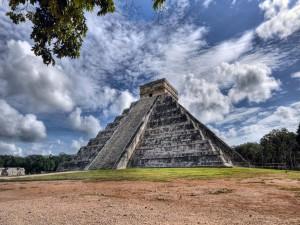 Postal: Templo de Kukulkán (península de Yucatán)
