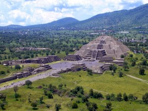 Postal: Pirámide de la Luna (Teotihuacan, México)