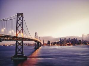 Puente conectado con la ciudad