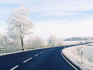 Postal: Carretera en un paisaje nevado