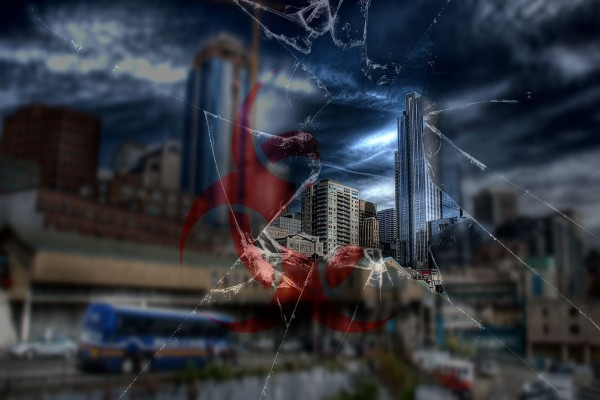 La ciudad vista a través del cristal roto