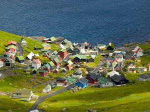 Pequeña aldea junto al mar
