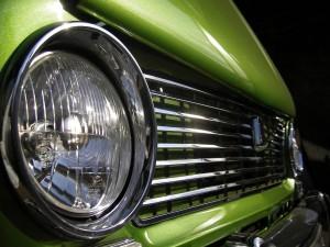 Faro de un coche verde