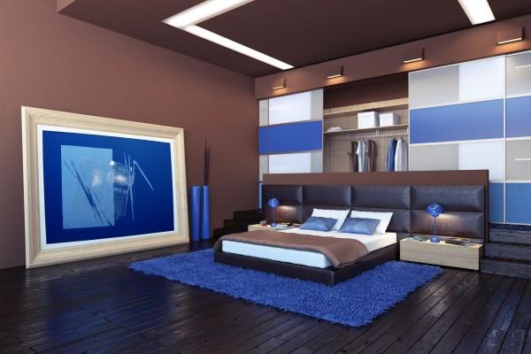 Moderna habitación, con detalles color azul y marrón