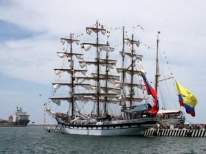 Turistas a bordo de los barcos