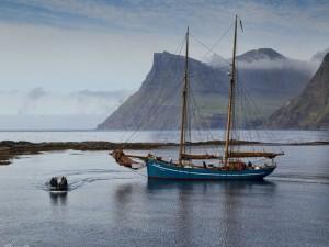 Postal: Barco en una isla (Dinamarca)