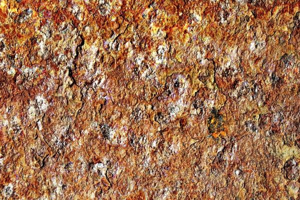 Roca con tonos oxidados