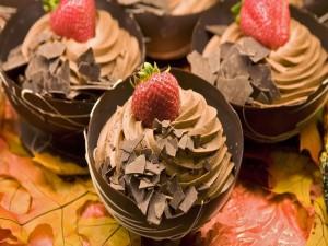 Mousse de chocolate y una fresa de adorno