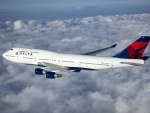 Avión Delta entre las nubes