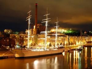 El buque, Suomen Joutsen iluminado