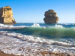 Postal: Dos grandes rocas en el mar