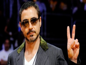 Robert Downey Jr. con gafas de sol