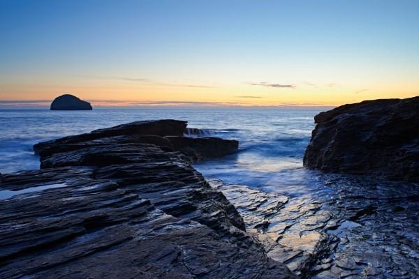 Rocas y piedras en el mar
